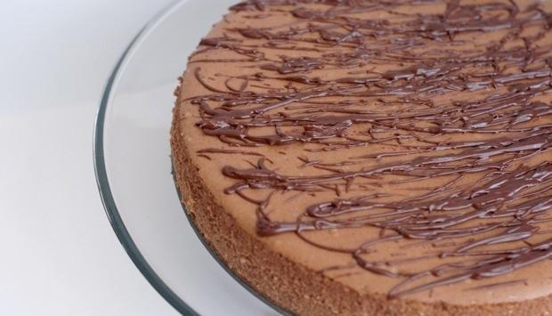 chocolate cheesecake with dark chocolate drizzle