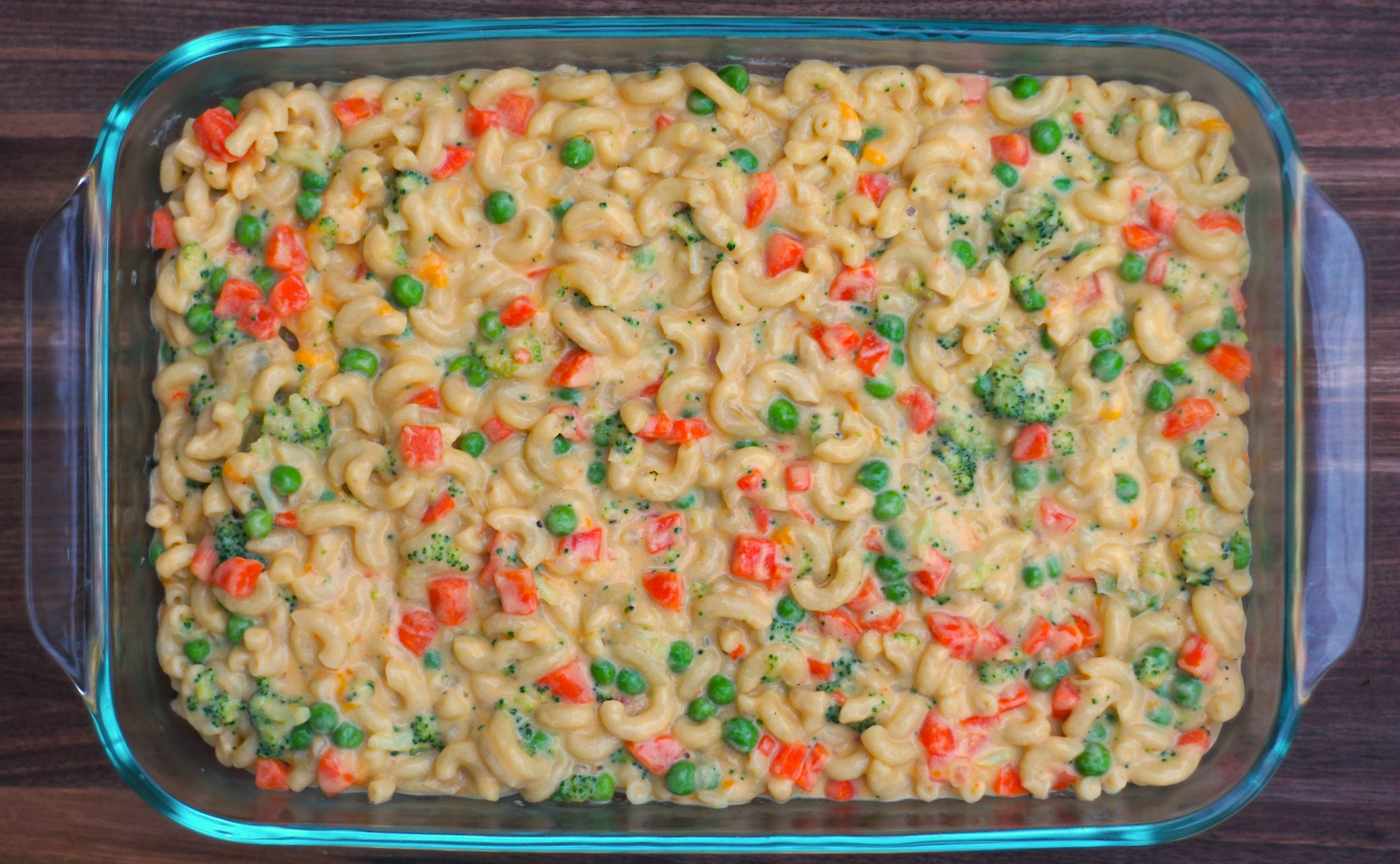 Veggie Mac + Cheese (with broccoli, peas, + carrots) - www.FearlessHomemaker.com